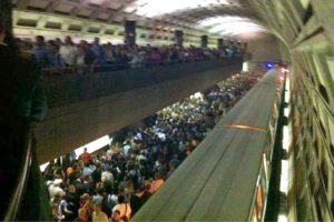 Overcrowded conditions at Rosslyn Metro station (file photo via Twitter user @soxinly)