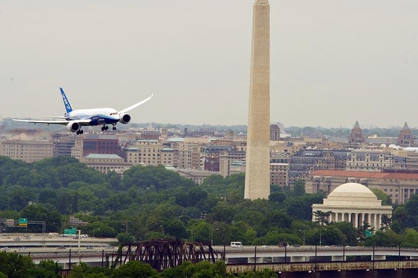 Boeing 787 Dreamliner Lands At Dca Arlnow Com