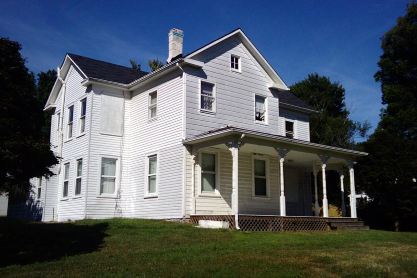 Group volunteers to restore reeves farmhouse for Farm house pics