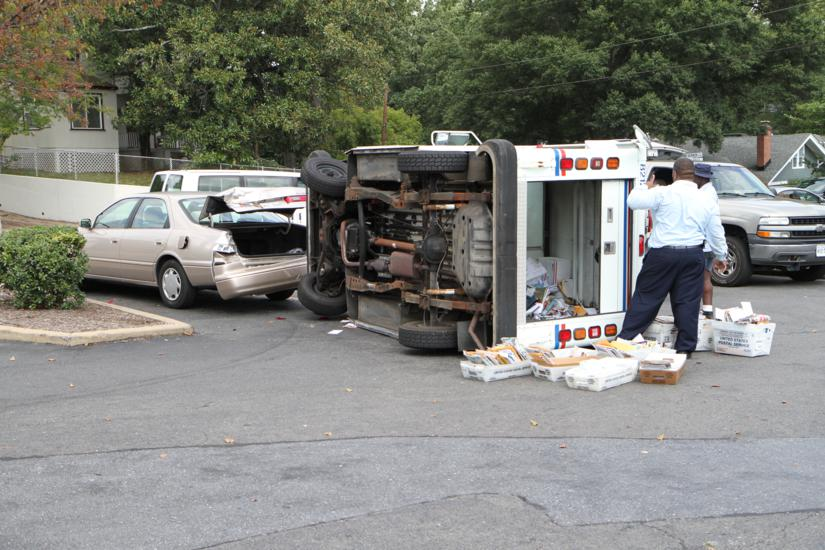 Mail Truck Overturns In 7 Eleven Parking Lot Arlnow Com