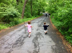 Children in Potomac Overlook Regional Park (photo via Potomac Overlook Preservation Association)
