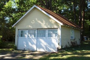Detached garage next to Fraber House (photo via Arlington County)