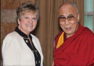 Pet psychic Diane Roadcap with the Dalai Lama (photo via Arlington  Metaphysical Chapel)