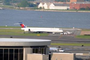 Delta plane stuck in the mud at DCA (photo courtesy @vtspaeth)