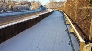 Snow-covered Custis Trail (photo via @BikeArlington)
