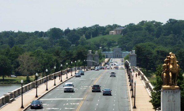View of Memorial Bridge and Arlington House (Flickr pool photo by John Sonderman)