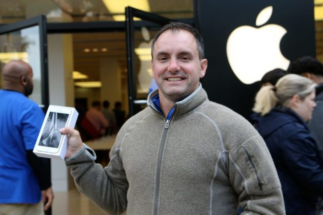 Joe Tenne displayed his new iPhone 6 shortly after buying it Sept. 19, 2014. He said he slept only five hours in the 36 hours he waited.