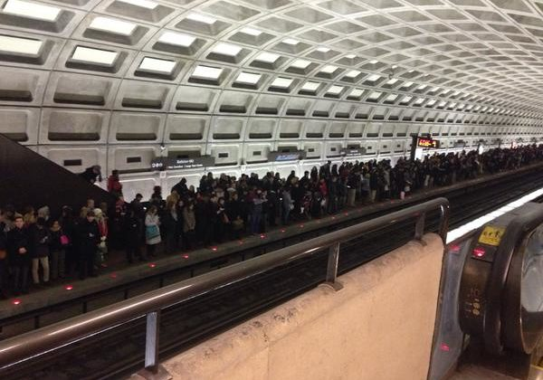 Ballston Metro overcrowding Jan. 7, 2015 (photo via @HokieESQ)