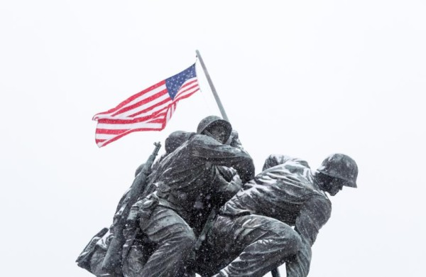 Marine Corps War Memorial (Iwo Jima) in the snow (Flickr pool photo by J. Peterson)