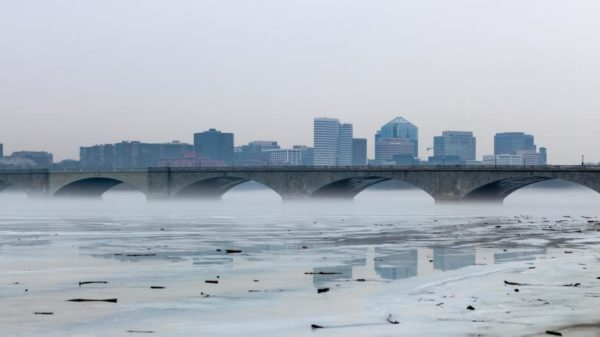 Icy and foggy Potomac River (Flickr pool photo by Joseph Gruber)