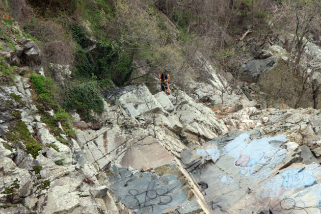 ACFD's technical rescue team rappels down cliffs to access body found near the Potomac River