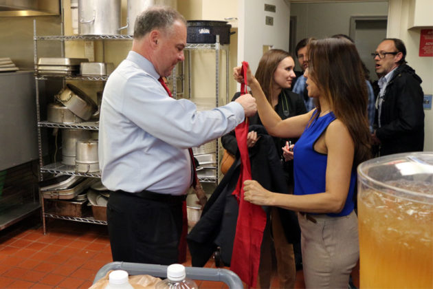 Sen. Tim Kaine dons an apron in La Cocina VA's kitchen