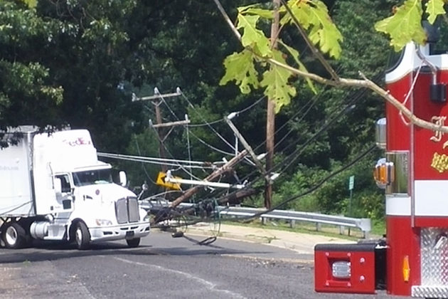 FedEx truck next to the downed lines (Courtesy of Doug Spoerl)
