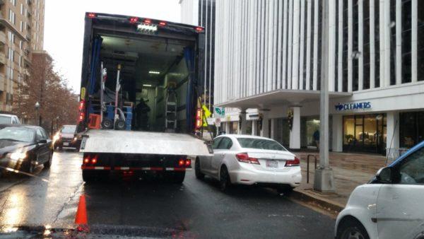 Double-parked delivery truck on N. Oak Street in Rosslyn (photo via @dnak17)