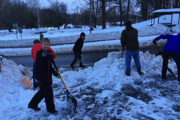 Neighbors clearing N. Arlington Mill Drive of snow (photo courtesy Jenni Ashley)