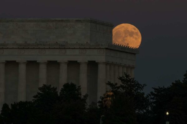 Supermoon (Flickr pool photo by Kevin Wolf)