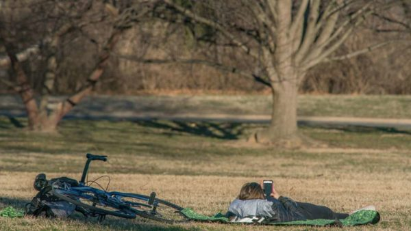 Relaxing on a warm February day near the Iwo Jima memorial (Flickr pool photo by John Sonderman)