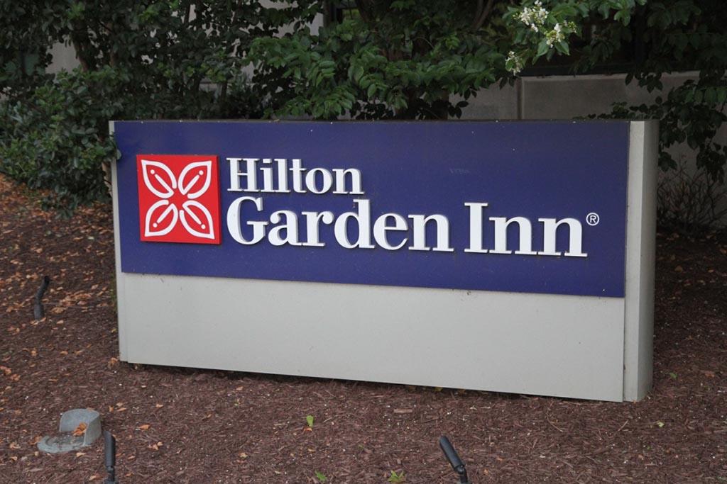Hilton Garden Inn Shirlington Sign