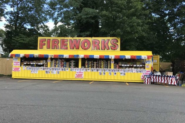 Fireworks stand along Lee Highway