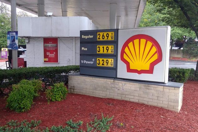 Gas prices at Shell on 10th Street N. near Clarendon