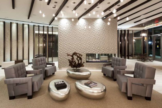 TELLUS: Sophisticated lobby lounge with fireplace
